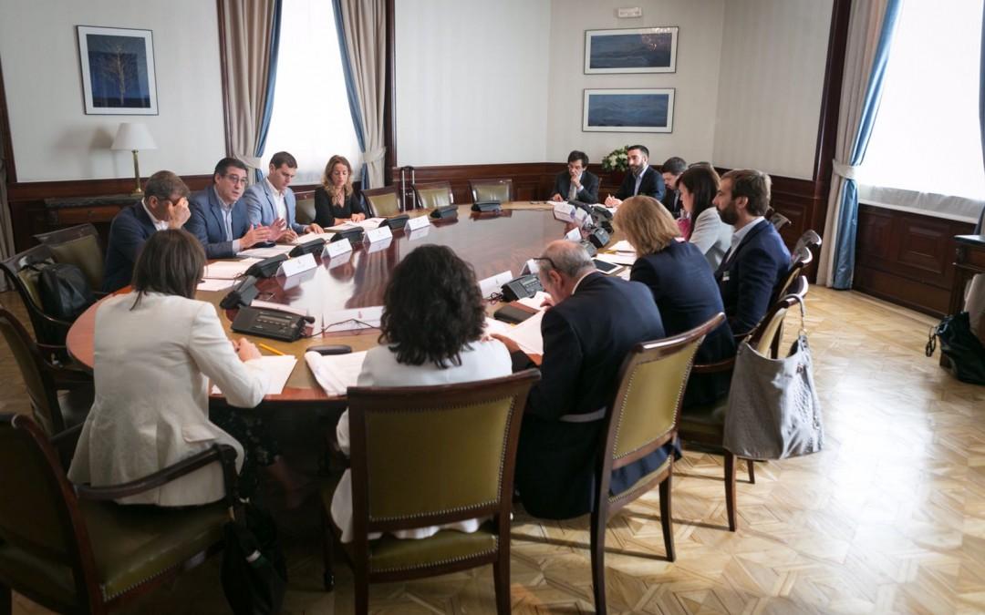 Rivera: 'La ley que presentamos es un obús a la línea de flotación de la corrupción en España'