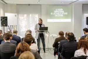 María Rosa Rotondo, Presidenta de APRI, inaugura el acto