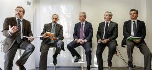 Debate con Carlos Sánchez (El Confidencial), Carlos Balmisa (CNMC), Joaquín Mollinedo (Acciona), Juan Jesús García (Amadeus IT) y Emilio Gallego (FEHR)