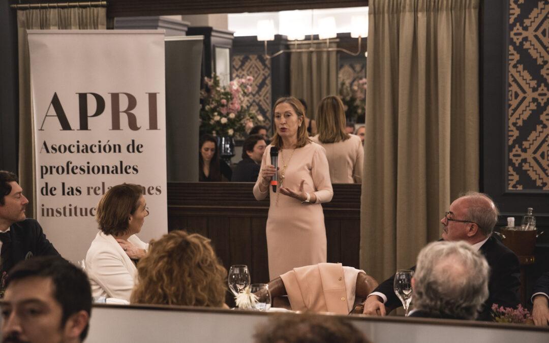 Cena de Navidad de APRI con la vicepresidenta segunda del Congreso Dª Ana Pastor, promotora del Código Ético de los Sres. Diputados