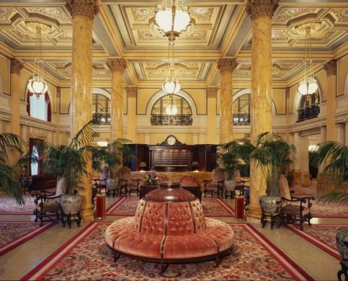 El vestíbulo del Willard Hotel, donde se rumorea que se originó la palabra «lobby».